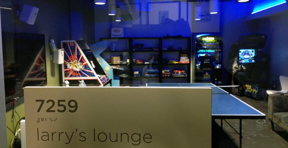 Larrys lounge tw