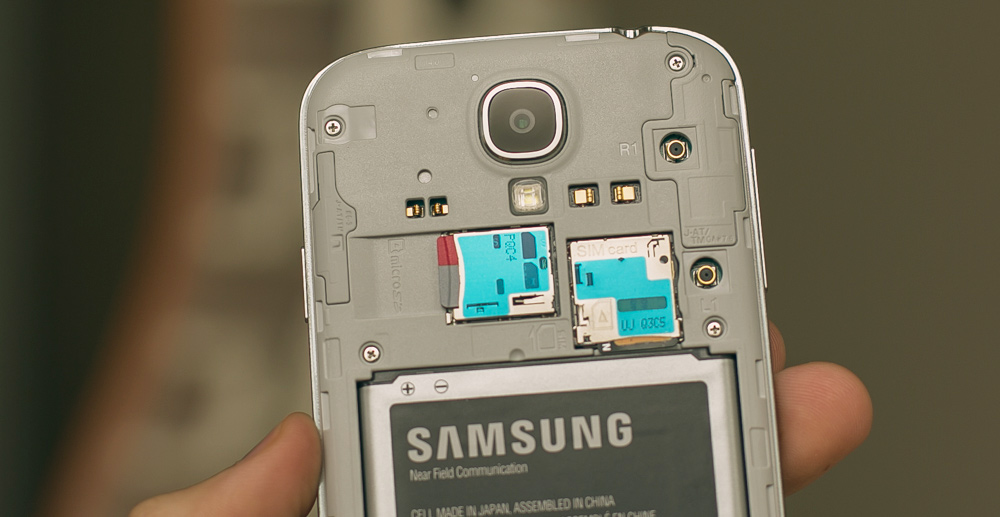 Samsung Galaxy S4 back and camera
