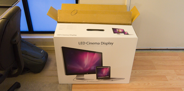Apple 27-inch LED Cinema Display box